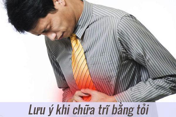 Hạn chế dùng tỏi chữa trĩ cho bệnh nhân bị đau dạ dày